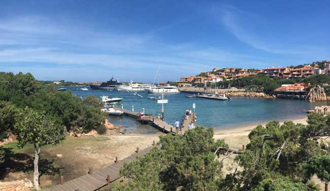 Přístav Porto Cervo na Costa Smeralda na Sardinii