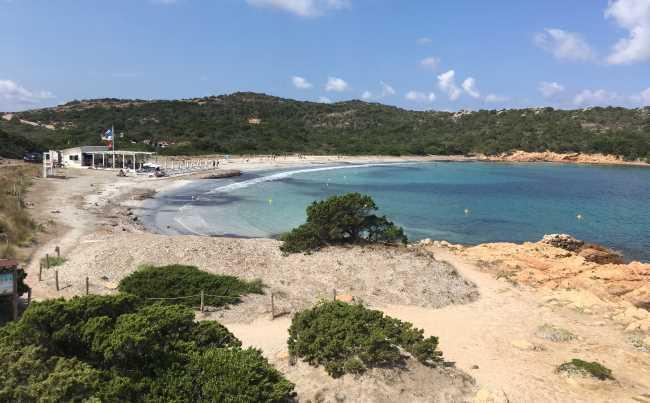 Pláž Spiaggia i due Mari na sousední Capreře