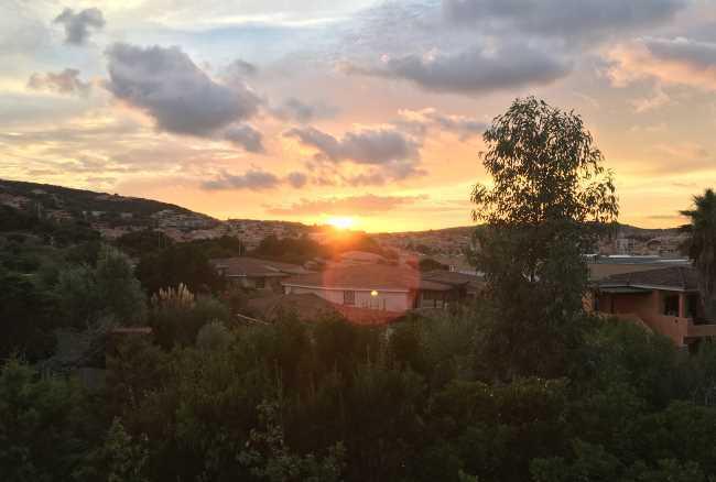 Výhled na západ slunce z našeho apartmánu Palau Green Village