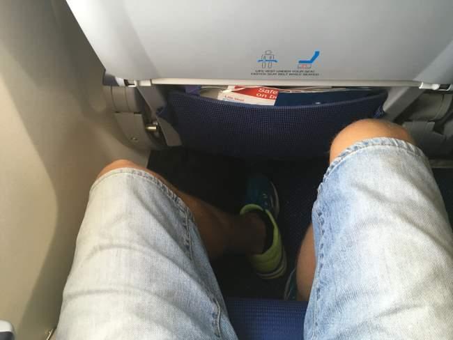 V letadlech KLM na letech Praha Amsterdam je dostatek místa na nohy