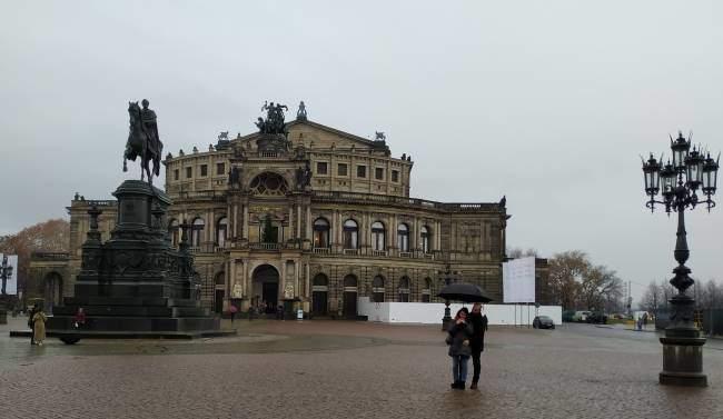 Budova státní opery v Drážďanech