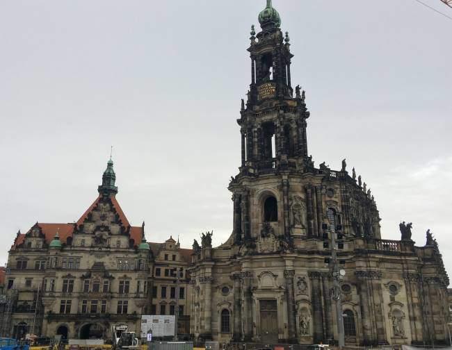 Kostel svaté trojice a muzeum Numismatiky v srdci Drážďan