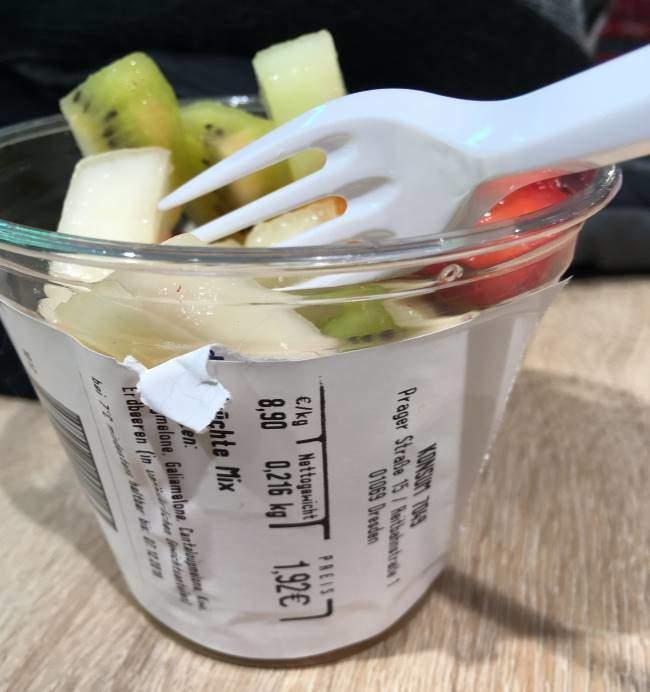 Nákup občerstvení ovoce v obchodním domě