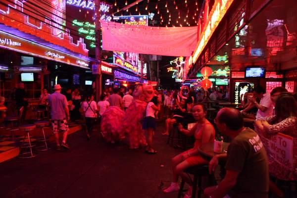 Khao-San-Road-v-Bangkoku-noční-život