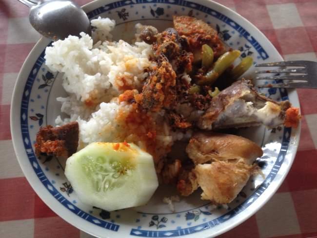 Levné jídlo v Thajsku nedaleko Pattayi