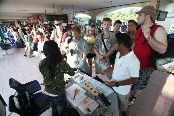 Nákup lístku na trajekt z Phuketu na Phi Phi