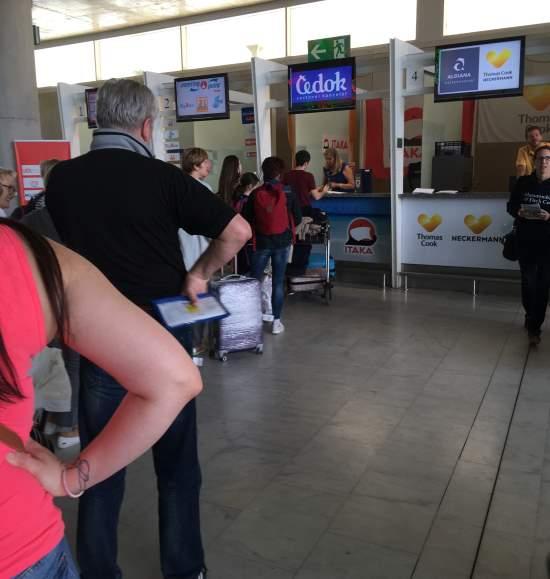 Přepážka CK Čedok na letišti