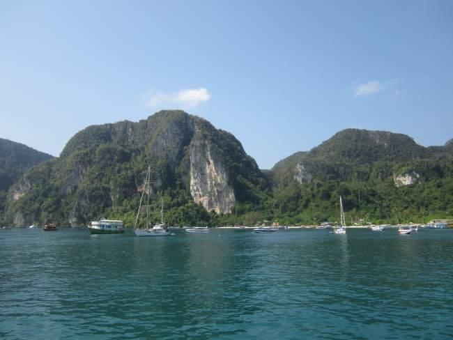 Přistav na hlavním ostrově na Phi Phi