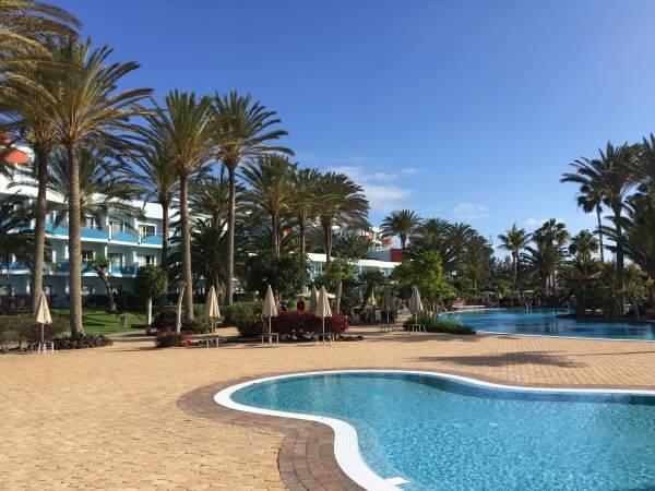 Náš bazén u hotelu na ostrově Fuerteventura
