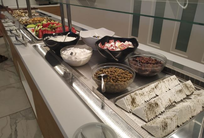 Řecký sýr a tzatziky Řecko hotel Atali Grand Resort