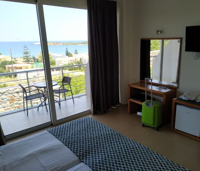 Výhled z hotelu na moře na Krétě Atali Grand Resort
