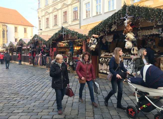 Vánoční trhy Olomouc řada stánků