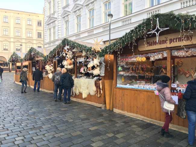 Vánoční trhy Olomouc Malované perníčky a kožešiny z ovčí vlny